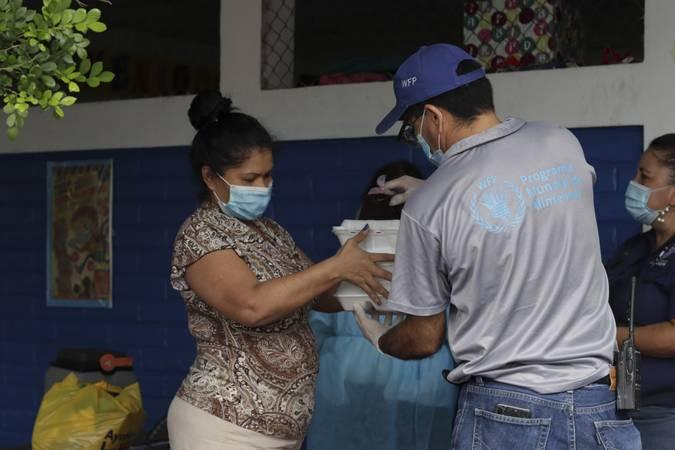 WFP distribuindo comida em El Salvador.