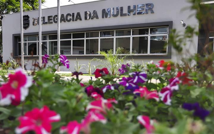 Prédio da Delegacia da Mulher em Curitiba.