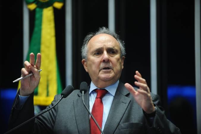 Plenário do Senado Federal durante sessão deliberativa ordinária.  Em discurso, senador Cristovam Buarque (PPS-DF).   Foto: Marcos Oliveira/Agência Senado.